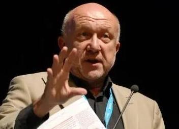 Roger Matthews (†2020)